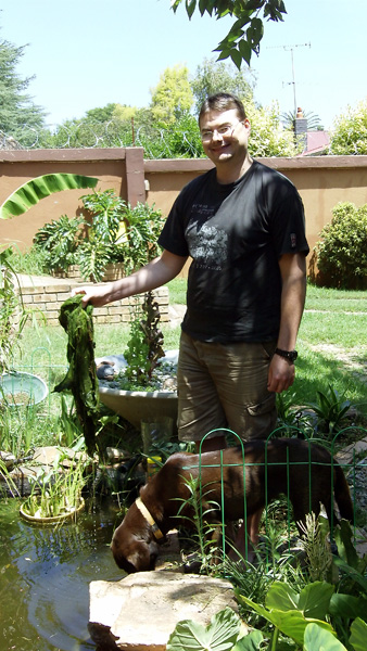 Riaan holding algae